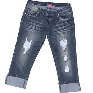Almost famous women distressed jean capris size 11
